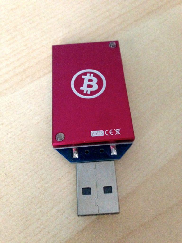 Ein ASIC basierter Miner in Form eines USB-Sticks
